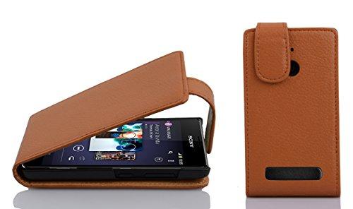 Cadorabo Hülle für Sony Xperia E1 - Hülle in Cognac BRAUN – Handyhülle aus Strukturiertem Kunstleder im Flip Design - Case Cover Schutzhülle Etui Tasche