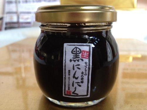 なでしこの黒にんにく生醤油 80ml×12瓶 なでしこの自然食品 甘みを引き出し、色・香り・味にこだわった二度熟成濃口醤油 厳選された本醸造濃口醤油と黒ニンニクをブレンドした発酵調味料