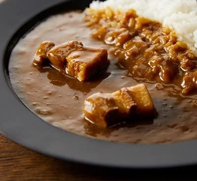 使っているお肉は国産の豚バラ肉です。じっくり煮込んでほろりとほぐれる柔らかさは、レトルトカレーならではです。