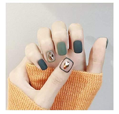 Mode meisje met nep nagels en lijm snoep grijs gekleurd, diy nail art, 3d moon style design-style6