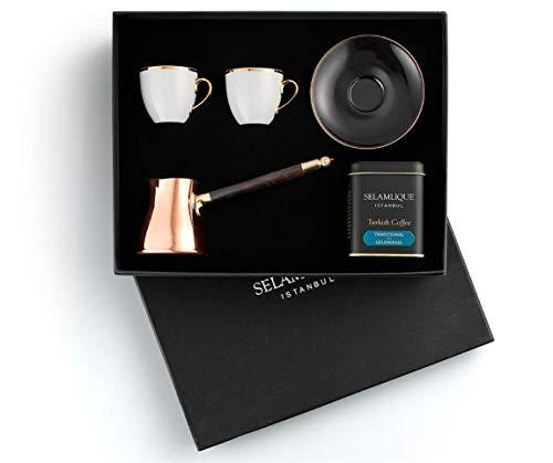 SelamliqueTürkisches Kaffeetassen-Geschenkset mit türkischem Kaffee, Kupfer-Kaffeekanne und zwei klassischen, schwarzen türkischen Kaffeetassen.