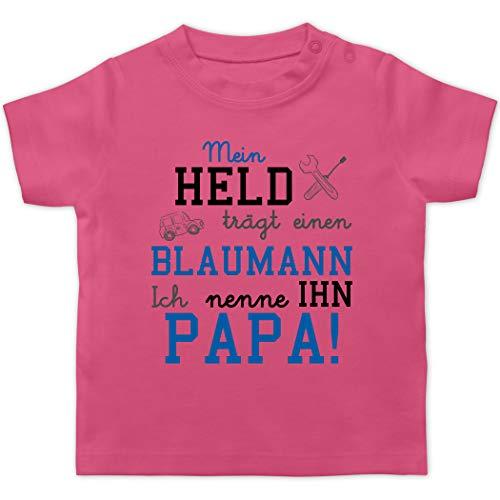 Sprüche Baby - Mein Held trägt einen Blaumann - 1/3 Monate - Pink - Pinker blaumann - BZ02 - Baby T-Shirt Kurzarm