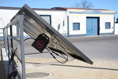 KIT Solar Autoconsumo 300W. BeON energy, sistema Plug&Play (Panel solar + Microinversor + Estructura + Cableado + Enchufe).