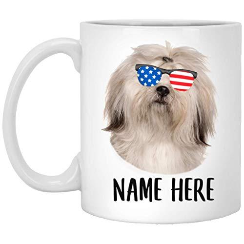 N\A Nombre Personalizado Lhasa Apso Crema con Bandera Americana Gafas de Sol Taza de café Blanca 11 oz