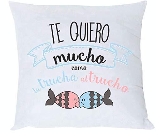 MISORPRESA COJIN y Relleno Frase Te Quiero Mucho como la Trucha al trucho. Regalo CARIÑO. Regalo Amor San Valentin