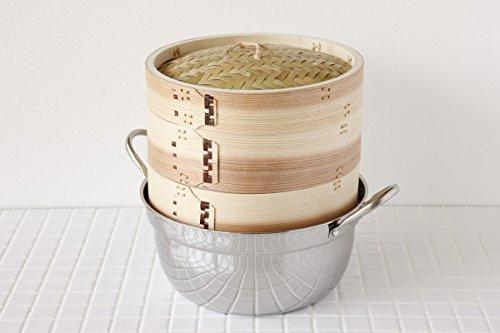せいろ2段と蓋に鍋が付いていますので、届いたらすぐ使えて便利です。鍋は、内側に段が付いていて、せいろがのるジャストサイズで安定感抜群。ステンレス製でIHにも対応しています(一般家庭用200V)。このほか、15.5・24・27・30㎝があります。