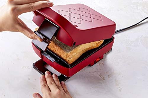 具沢山のホットサンドが簡単につくれるレコルトのプレスサンドメーカー「プラッド」。2分半〜3分で焼きあがるので、朝ごはんの時短にも!