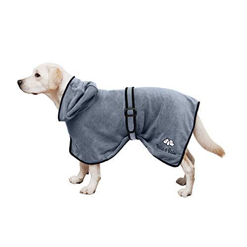 Bella & Balu Hundebademantel aus Mikrofaser + Pfotentuch – Saugfähiger Hunde Bademantel zum Trocknen nach dem Baden, Schwimmen oder Spaziergang im Regen (M | Grau)