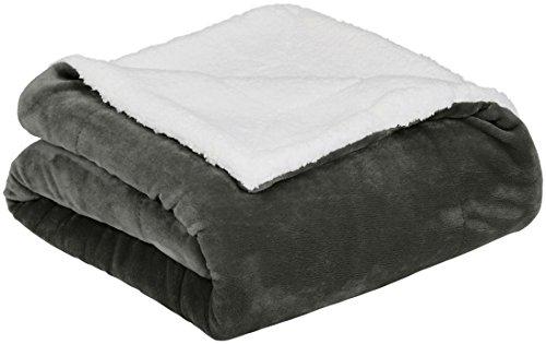Amazon Basics - Decke aus Mikro-Kunstfell und Sherpa-Fleece - 220 x 240 cm, Anthrazit