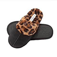 SIZING: Available in size Small (US 6-7), Medium (US 7-8), Large (US 8-9), Extra Large (US 9-10),  Slipper is narrow in width, if you have wide feet we recommend buying a size up MEMORY FOAM: thick memory foam cushion add support and comfort for all ...