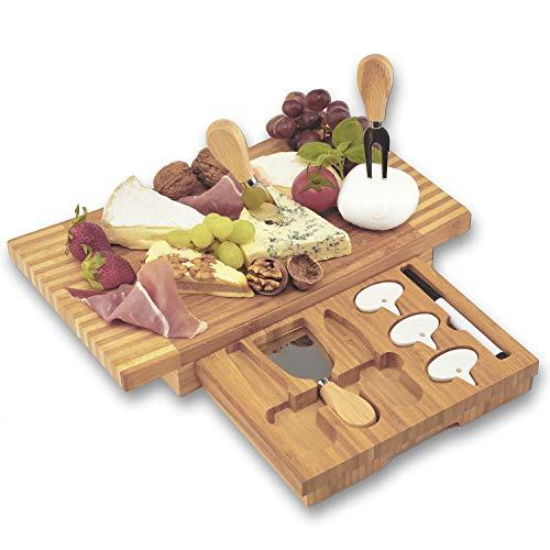 Dimono® XXL Käsebrett Deluxe mit 3 Käse-Messern; 8-teiliges Käse-Schneidebrett Set aus Bambus-Holz mit Käsebesteck zum Servieren, Genießen & Erleben