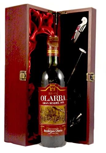 Rioja Gran Reserva 1975 Olarra en una caja de regalo forrada de seda con cuatro accesorios de vino, 1 x 750ml