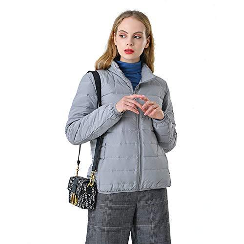 Dikke jas, verdikte kraag aan de leren band, hoge snit, korte snit, een licht stuk en een grote vacht.
