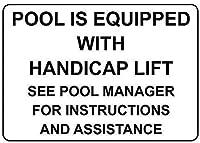 プールにはハンディキャップリフトが装備されています
