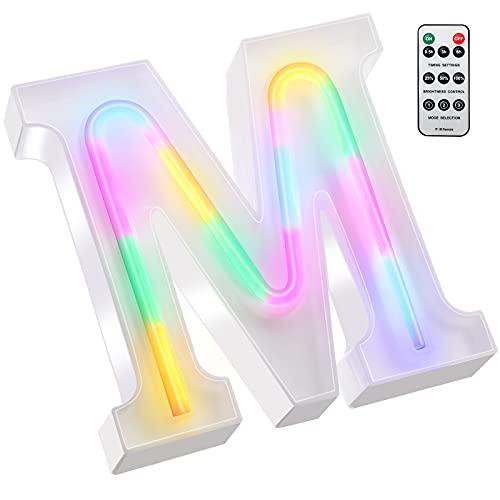 Luci Colorate con Lettere LED, Insegna al Neon di 26 Alfabeto Numero di Luci Tendone con Telecomando Lampade a Incandescenza Alimentate a Batteria 2 AAA per Decorazione (Lettera M)