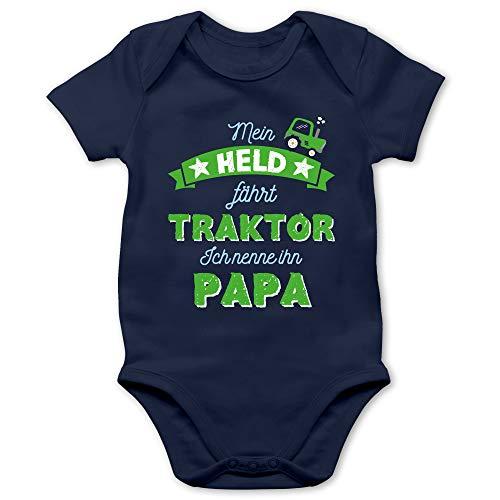 Vatertagsgeschenk Tochter & Sohn Baby - Mein Held fährt Traktor Papa - 3/6 Monate - Navy Blau - trecker Strampler - BZ10 - Baby Body Kurzarm für Jungen und Mädchen