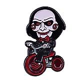 Horror Movie SAH Sigsaw Killer Billy Muñeca equitación Triciclo, dibujos animados esmaltados Ropa Sombrero Bolsillo solapa Pin
