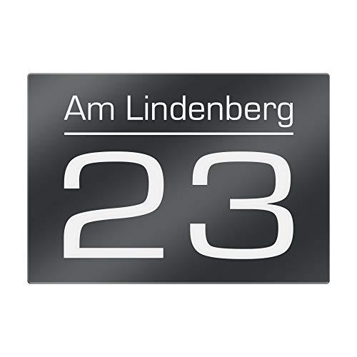 Hausnummer Anthrazit RAL 7016 mit Gravur - Hausnummernschild mit Straßenname, Zahl, Ziffer - Schild inkl. fischer Dübel Schrauben Set - Türschild ist witterungsbeständig - 200x140mm Variante 1
