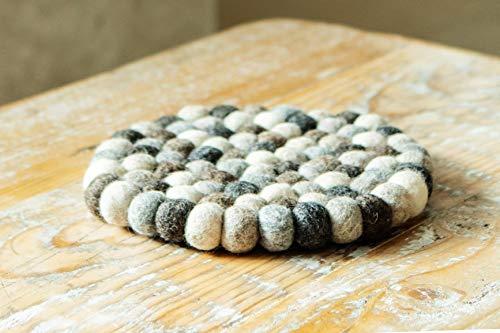 Untersetzer aus Filzkugeln, Naturtöne grau, 20cm, handgefertigt aus 100% Wolle, hitzebeständig