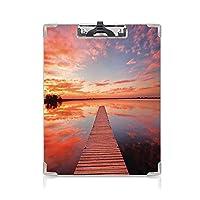 クリップボード A4 湖の家 学用品A4 バインダー 夜明けに牧歌的な空と湖の上の木材デッキの桟橋の長い眺め A4 タテ型 クリップファイル ワードパッド ファイルバインダー 携帯便利装飾的なオレンジ色のラベンダー