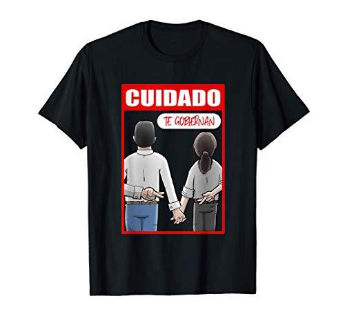 Cuidado, te gobiernan. Pedro Sánchez y Pablo Iglesias Camiseta