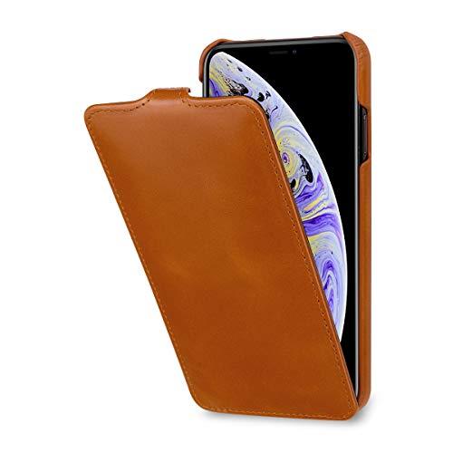 StilGut Schutz-Hülle kompatibel mit iPhone XS Max Flip-Case vertikal aus Echtleder, Cognac