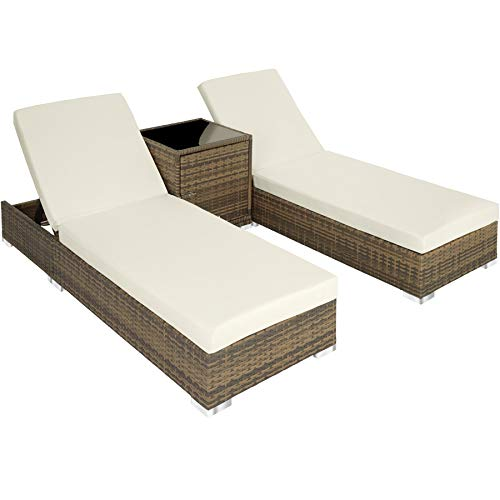 TecTake 403771 2er Set Aluminium Polyrattan Sonnenliege + Tisch, Gartenmöbel Set inkl. Schutzhüllen und 2 Bezugsets, Edelstahlschrauben, Natur