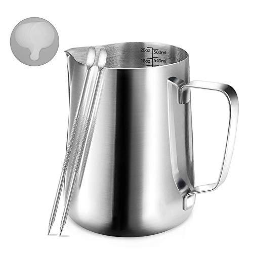 Milk Jug,Bricco per Latte in Acciaio Inox, Brocca in Schiuma di Latte Cappuccino 20 oz con Bilance di Misurazione di Due Lati | caffè Latte Art Penna caffè | 16 Pezzi Stampini caffè