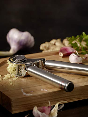 Rösle Stainless Steel Mincing Garlic / Ginger Press with Scraper, 9-inch