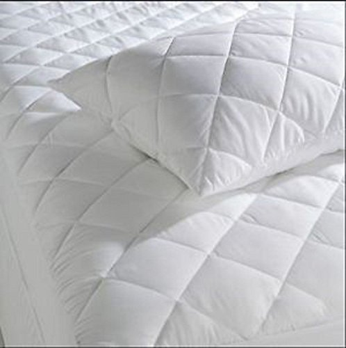 Artistic Fashionista NEW Super Soft Luxurious 4 Foot/Three Quarter/Small Double PERCALE QUILTED MATTRESS PROTECTOR (4 Foot/Three Quarter/Small Double Mattress Protector)