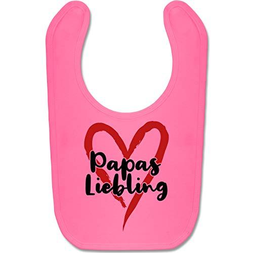Shirtracer Vatertagsgeschenk Tochter & Sohn Baby - Papas Liebling mit Herz - schwarz/rot - Unisize - Pink - Geschenk - BZ12 - Baby Lätzchen Baumwolle