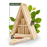 Martenbrown® Schmetterlingshaus/witterungsbeständiger Schmetterlingskasten aus FSC zertifizierten & massiven Fichtenholz. Nachhaltiges Schmetterlingshotel mit Schmetterlingstränke & -Futterstation