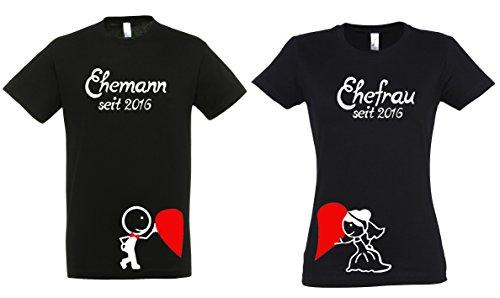 2 Partner Look Shirts 'Ehefrau' und 'Ehemann' ein Herz haltend mit Wunschjahr für Pärchen als...