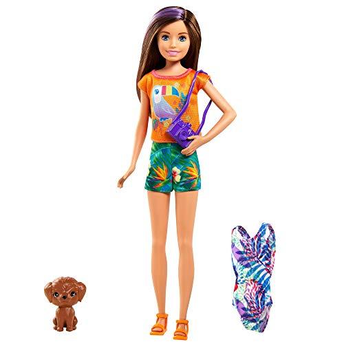 Barbie Skipper Muñeca rubia con maleta, bañador, perrito mascota y accesorios de viaje, regalo para niñas y niños +3 años (Mattel GRT88)