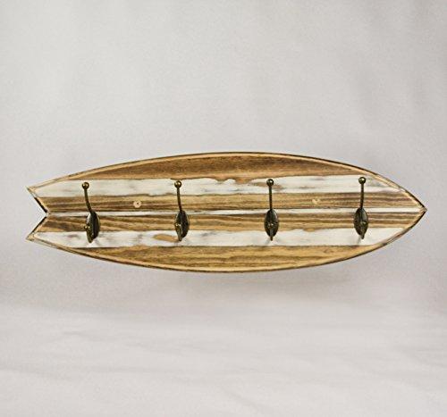COAT RACK RETRO SURFBOARD VINTAGE Perchero motivo tabla surf retro. 4 colgadores. Modelo Vintage. Realizado en madera de pino delineado, relicado y barnizado. Tamaño base 63cm x 19cm