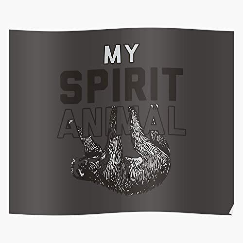Revolve Amriti Sloth Animal Slow Mamalia Spirit Funny Tropic Sleep Beeindruckende Poster für die Raumdekoration, gedruckt mit modernster Technologie auf seidenmattem Papierhintergrund