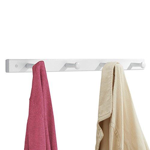 mDesign Hakenleiste aus Holz – Wandgarderobe mit 4 Garderobenhaken – zur Aufbewahrung von Mänteln, Jacken, Schals, Handtüchern – weiß