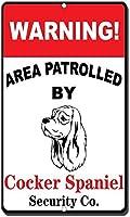 コッカースパニエルの目新しさ面白い金属看板でパトロールされた警告エリア