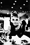 1art1 - Póster de Audrey Hepburn en'Desayuno con diamantes' (91 x 61cm), en blanco y negro sin marco