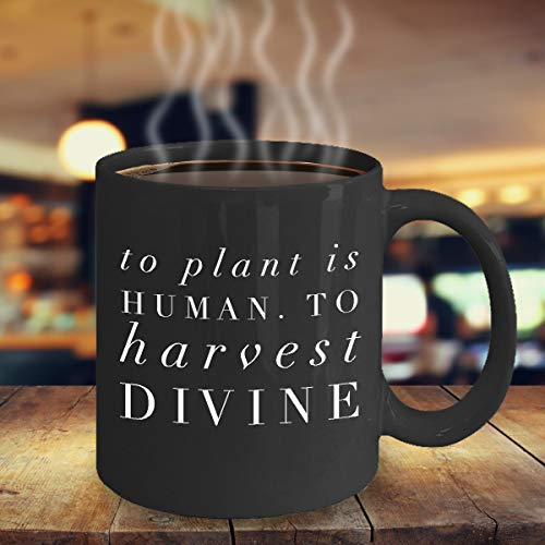Taza divertida que cultiva un huerto 'Plantar es humano. ¡Cosechar DIVINO!' Cerámica negra