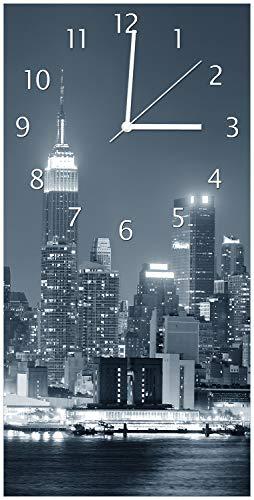 Wallario Design Wanduhr New York Skyline - Schwarz Weiß Blau aus Acrylglas, Größe 30 x 60 cm, weiße Zeiger