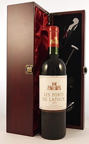 Les Forts de la Latour 1974 en una caja de regalo forrada de seda con cuatro accesorios de vino, 1 x 750ml