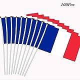 Tenant un petit drapeau, adapté pour une fête/festival/Coupe du monde/Jeux olympiques/Coupe d'Europe/Match amical/Fête nationale/Voiture/Bureau/Boutique/Drapeau