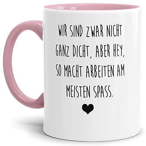 Tasse mit Spruch Nicht ganz dicht - Aber so Macht Arbeiten Spaß Lustig/Arbeit/Büro/Witzig/Geschenk-Idee für den Kollegen/Innen & Henkel Rosa