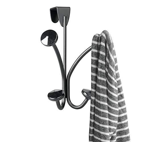 mDesign praktische Türgarderobe aus Metall und Kunststoff - smarte Metallgarderobe mit 2 Doppelhaken für Jacken, Handtücher und Taschen - stilvolle Hakenleiste für über die Tür - schwarz