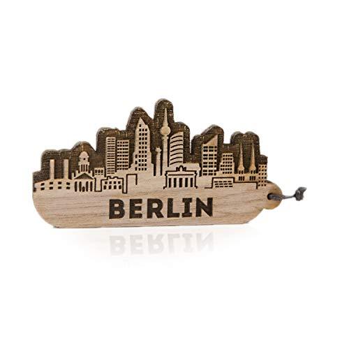 GRAVURZEILE Schlüsselanhänger Berlin Skyline aus Nussbaum Holz - Souvenir & Geschenk für Stadtverliebte