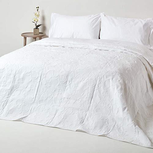 Homescapes weiße Tagesdecke mit floralem Muster, klassischer Bettüberwurf 260 x 260 cm im Matelassé-Erscheinungsbild, Blumenmuster, 80prozent Baumwolle, 20prozent Polyester