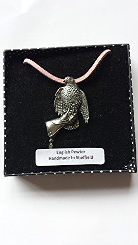 B31 Halcón en el guante fino english Pewter 3D COLGANTE EN A ROSA CORD Collar hecho a mano 41CM y ajustable con orgullo en los detalles