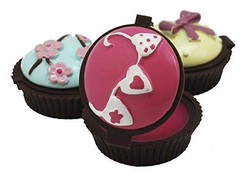 Nosotros también nos unimos a la tendencia de los muffins y los cupcakes con estos originales bálsamos labiales. Tus invitados estarán intrigados por ver lo que se esconde en su interior!! Precio unitario. Se sirve surtido entre 3 modelos distintos. ...