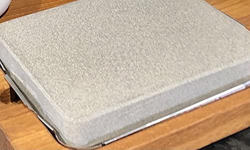 Splittprofi HOT Rock heisser Stein aus Naturstein | 21cm x 16cm x 3cm | für Gas - Holzkohlegrill oder Backofen spülmaschinenfest | Made in Germany